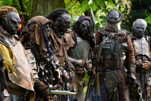 Taktik-Besprechung bei den Orks auf dem Tolkien Tag 2014 -Foto Tobias M. Eckrich