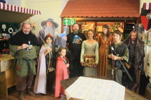 Teilnehmer des Kost++mwettbewerbes zu den Hobbittagen auf der Veste Otzberg. Vierter von links der Initiator des Wettbewerbs Jens G+Âtz, Mitglied der deutschen Tolkiengesellschaft.