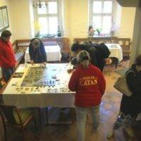 Spiele aus dem Bereich - Der Hobbit und Herr der Ringe - wurden an den Hobbittagen der Veste Otzberg durch Spielleiter der Firma Kosmos-Spiele erkl+ñrt und vorgestellt
