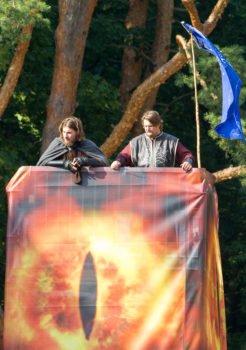 Die Wachen Minas Tirith haben Baradur erklommen und die Fahne gehisst.