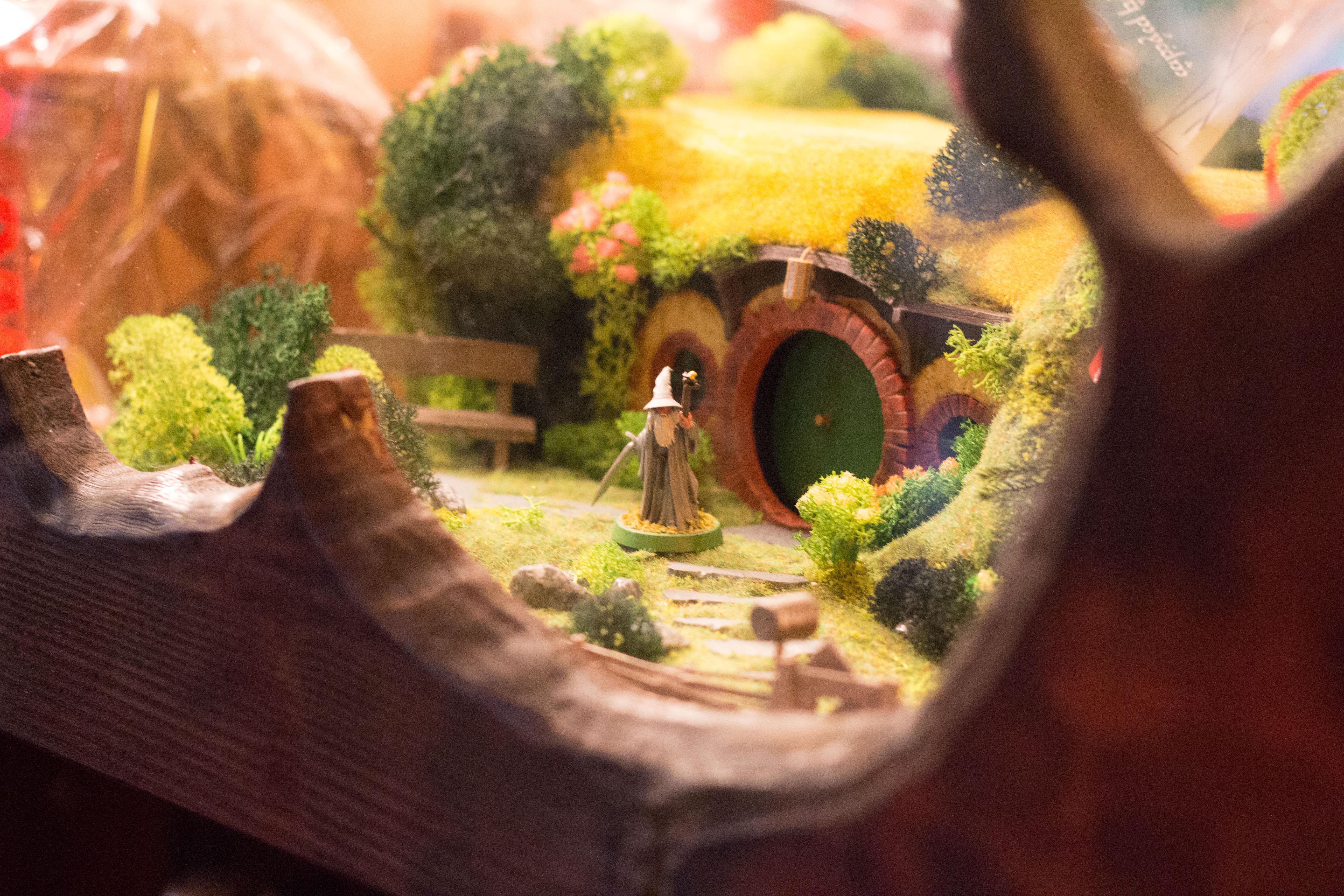 Tolkien's House - Gandalf vor Bilbos Tür
